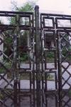 Металлическая ограда.